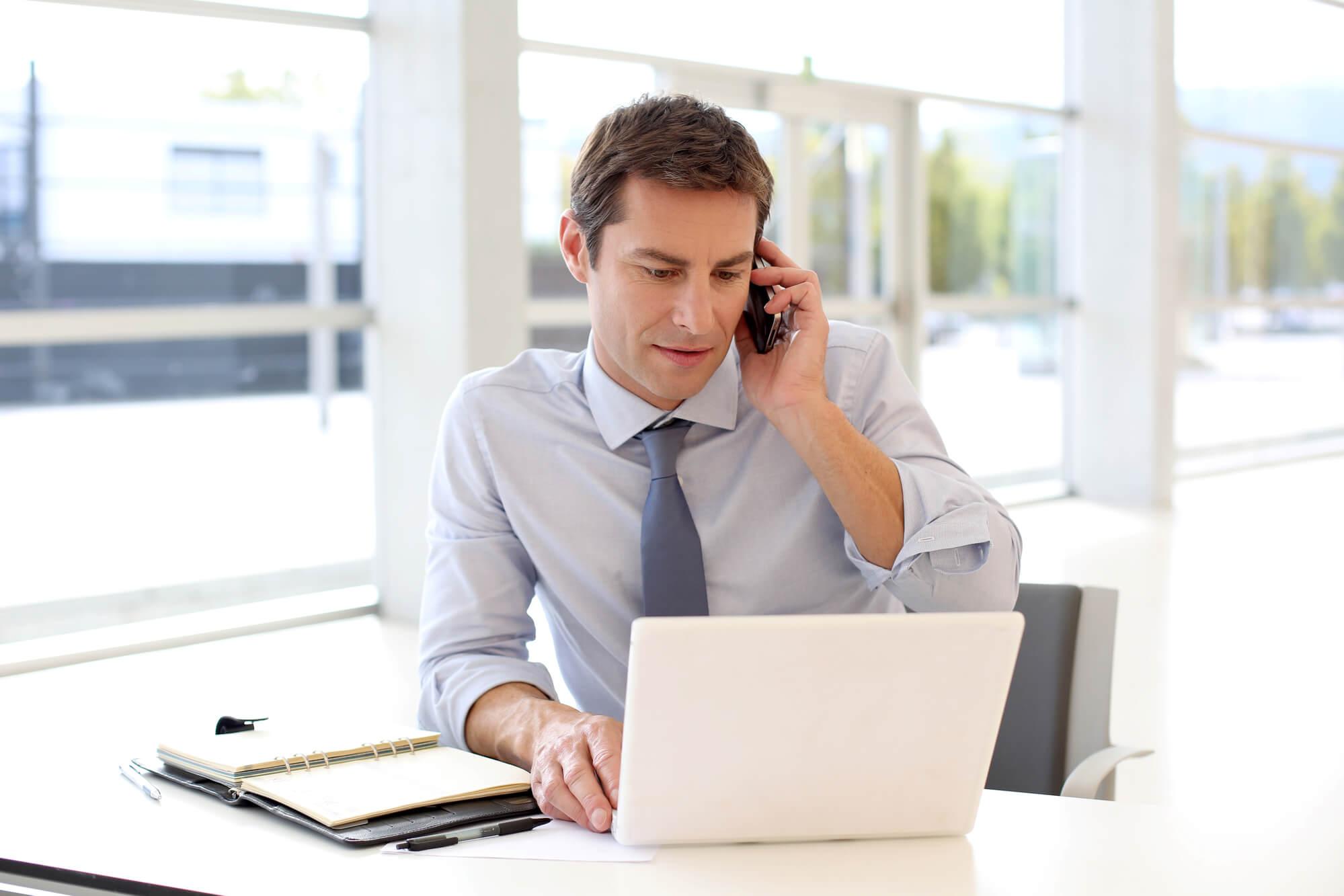 """Vendedor de sucesso: como ser """"agressivo"""" sem assustar o cliente"""